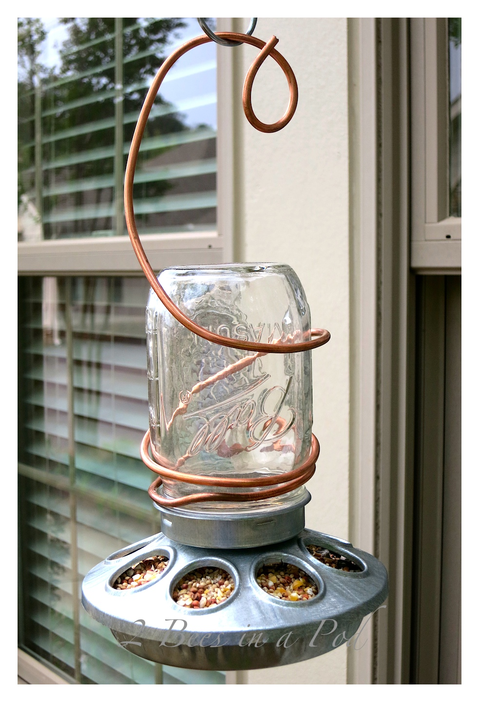 DIY Bird Feeder from {2 Bees In A Pod}