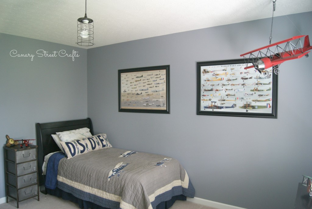 Vintage airplane bedroom -canarystreetcrafts.com