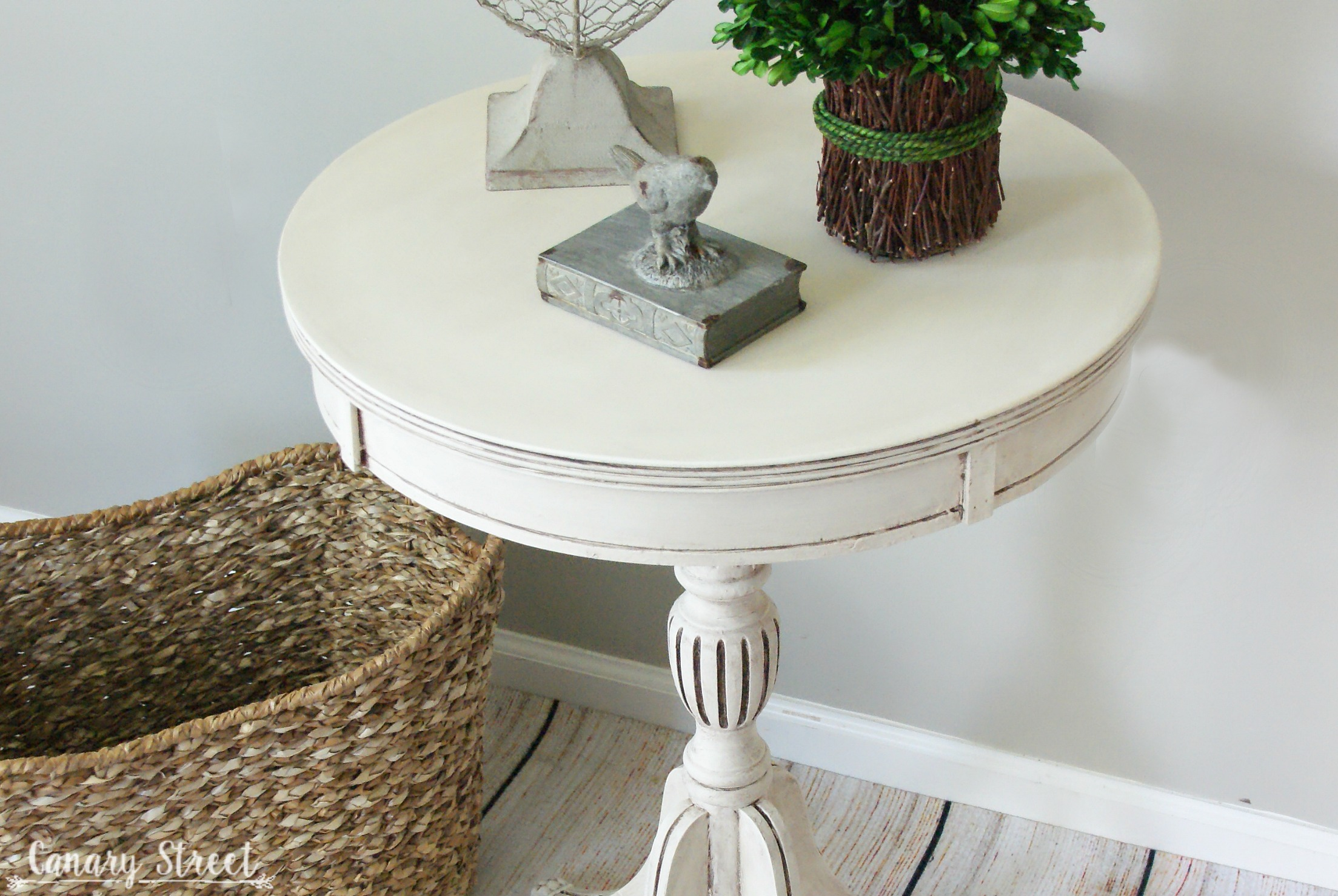 White Pedestal : White Pedestal Table - Canary Street Crafts