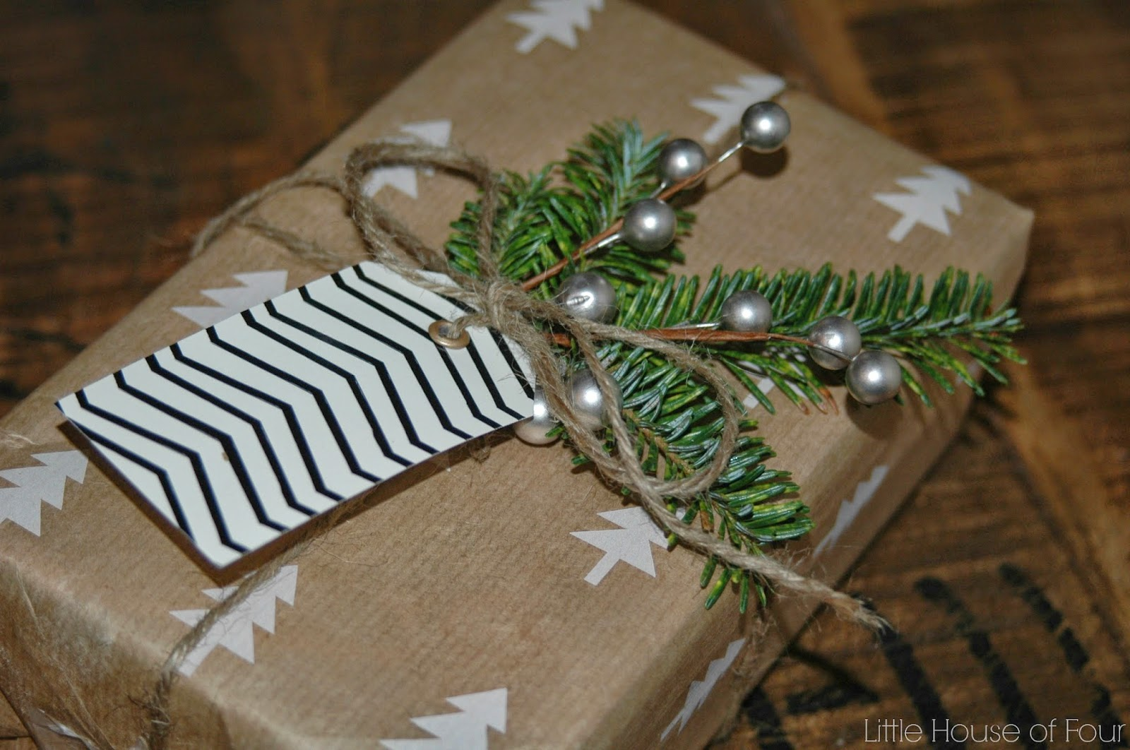 Simple and gorgeous gift wrapping idea from {Little House Of Four}